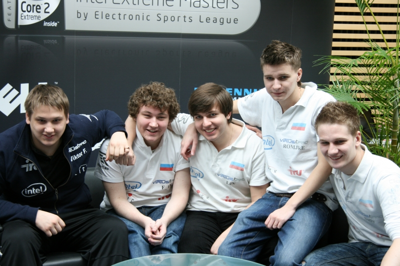 Virtus.pro group picture. From left, Zeus, Edward, LeX, ROMJkE &amp; Sally