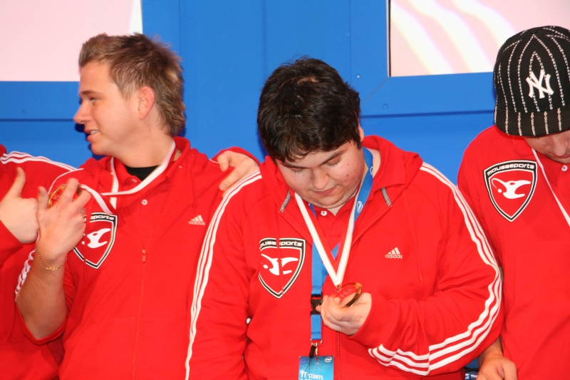 gob b studying his medal.