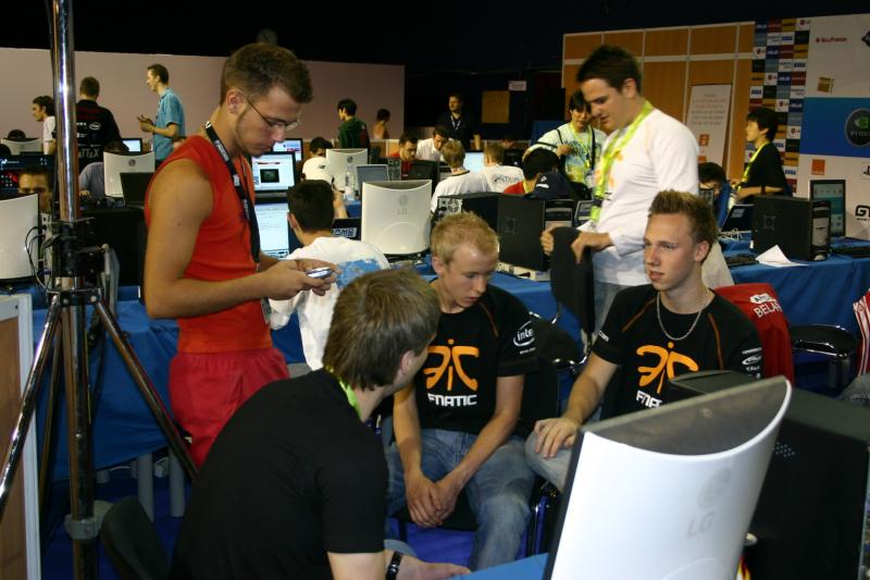 XplayN.com interviewing cArn and Archi from fnatic.