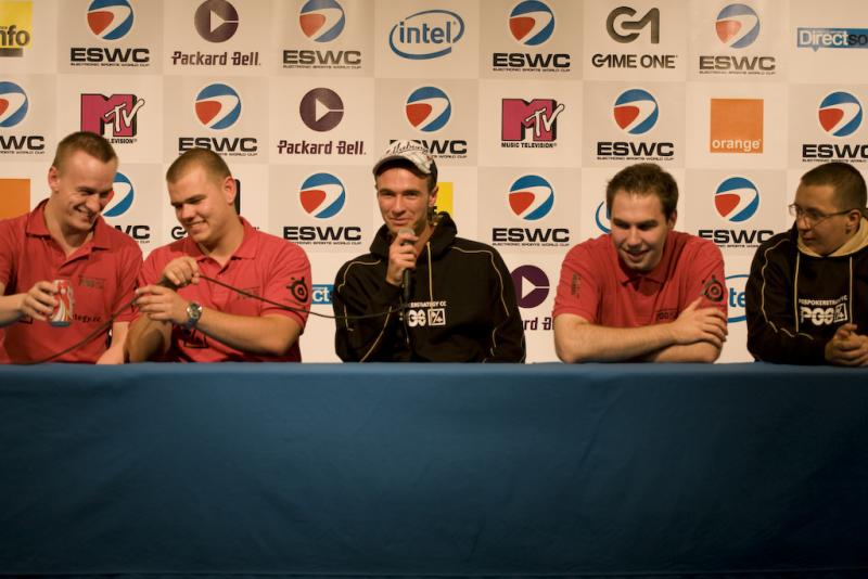PGS having fun during press conference
