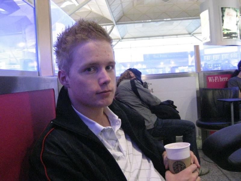 Nix0n in Stansted airport