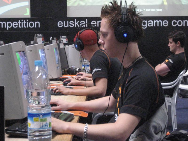 Archi from fnatic vs emuLate