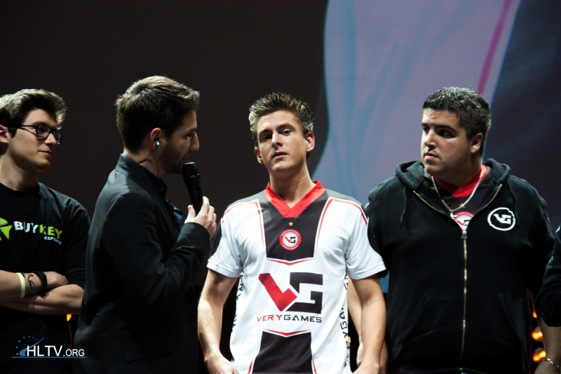 VeryGames in-game leader Ex6TenZ and RpK getting interviewed