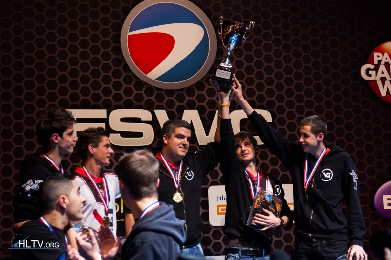 VeryGames hoist the trophy after ESWC France victory