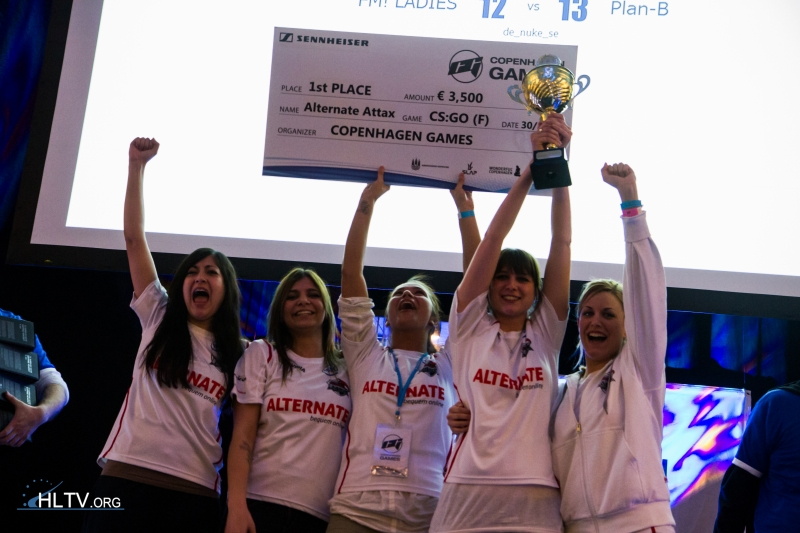 The happy ALTERNATE ladies with their 1st place cheque