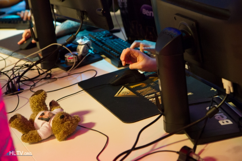 GeT_RiGhT using the new SteelSeries Rival mouse