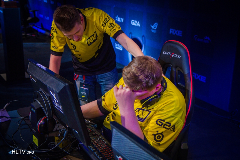 starix comforting flamie after the second map loss