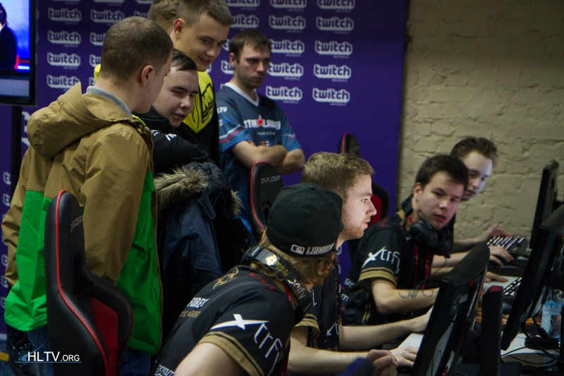 NiP warming up in the player`s area