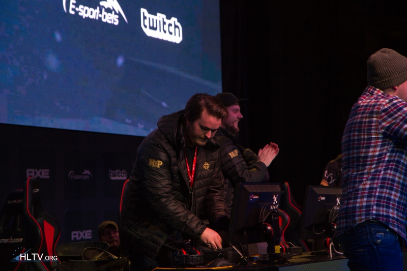 "friberg packing up and f0rest applauding to the audience who chanted ""NiP!"""