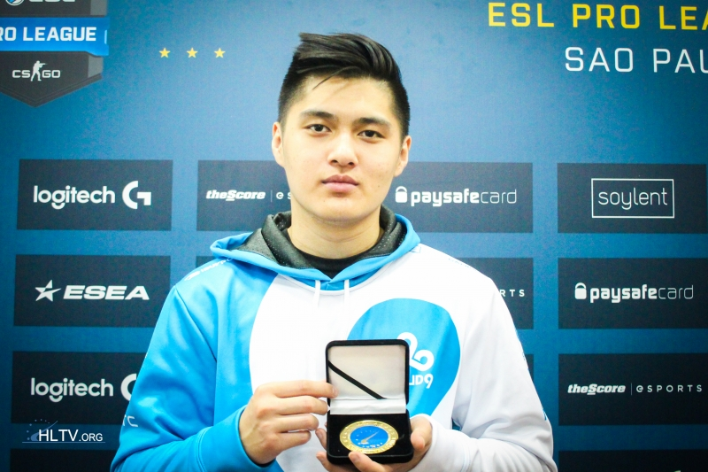 autimatic with his HLTV MVP medal for ESL Pro League S4