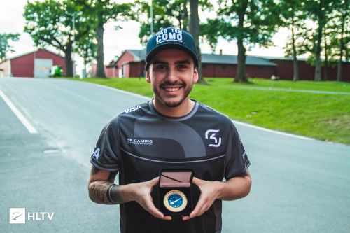 coldzera with his HLTV MVP medal for DreamHack Open Summer 2017