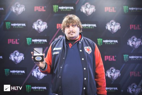 Dosia with the HLTV MVP medal for DreamHack Open Austin 2017