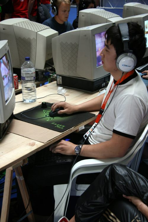 Quake 3 players have fucked up keyboard positioning.