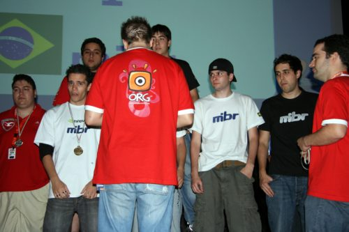 Made in Brazil placing first at GameGune 2008, zoR handing out medals.