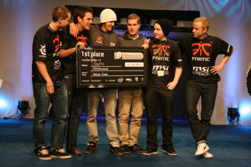 fnatic posing with 1st place check