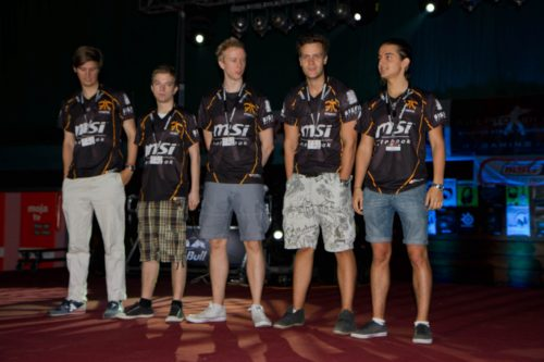fnatic being welcomed onto the stage before their showmatch vs Skywalkers