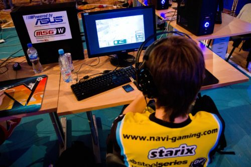 starix watching SC2 VOD from DreamHack Summer