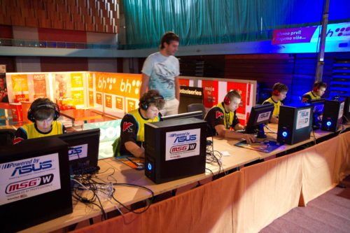 Natus Vincere playing HEADSHOTBG in the semi-final