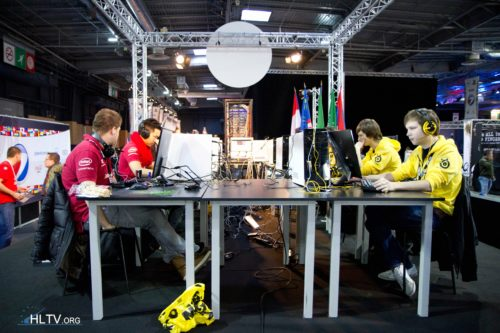 mousesports and Natus Vincere on the small stage