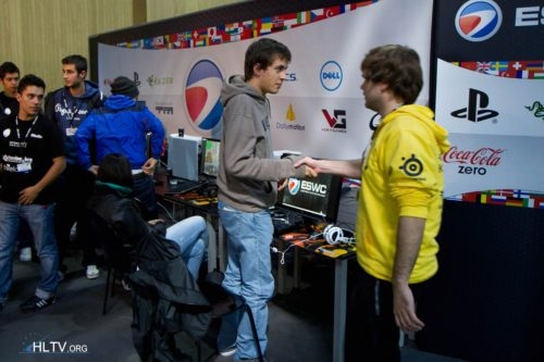 defs and Natus Vincere handshakes