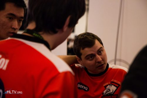 Virtus.pro talking things over with ANGE1 in the middle