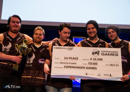 Happy NiP squad in the prize ceremony