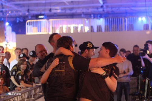 NiP embracing each other