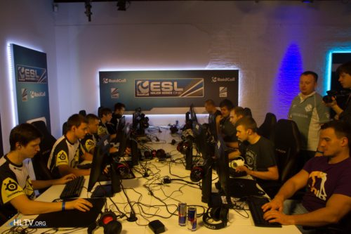 Na`Vi and US warming up for their rematch and decider of Group B