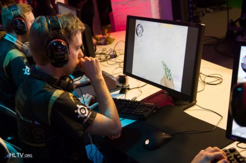 Xizt also used the SteelSeries Rival