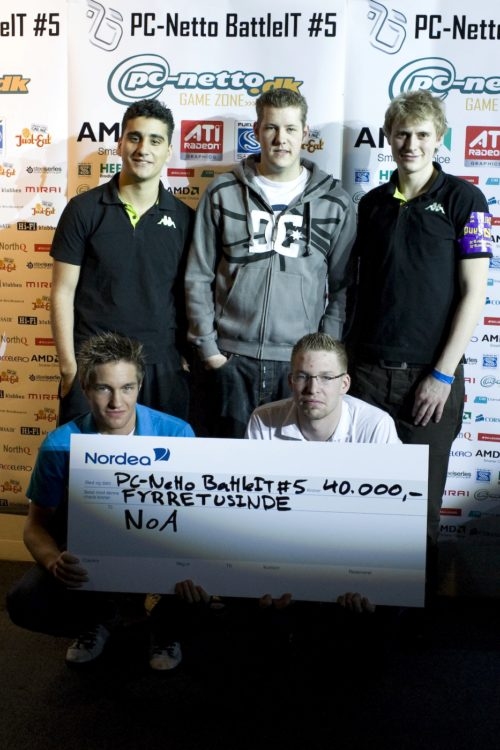Team NoA, winners of BattleIT. Upper: MJE, hpx, Sunde Lower: ave and guddo. zonic had to leave just after the grand final.