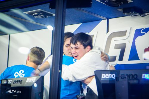 sgares and stunna celebrate the victory over NiP