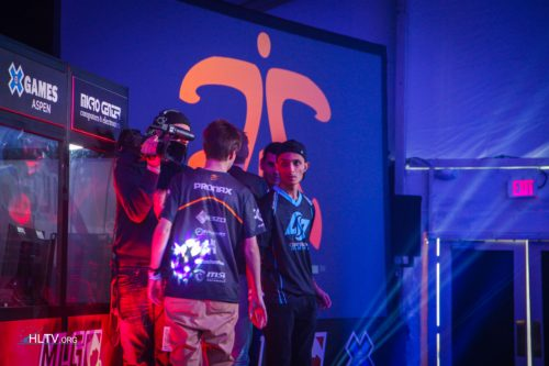 fnatic and CLG shake hands