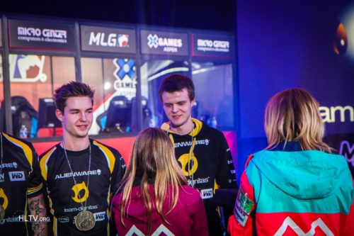 device and Xyp9x receive their bronze medals