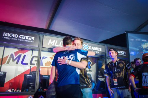 shox and GeT_RiGhT share a hug after the grand final