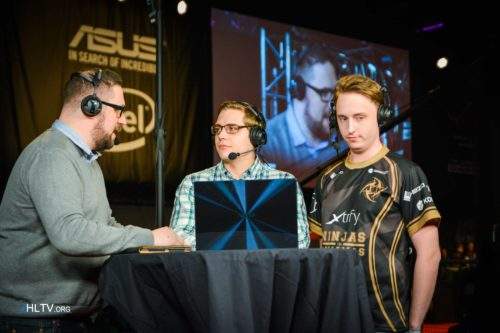 GeT_RiGhT at the analyst desk with Richard Lewis and zet