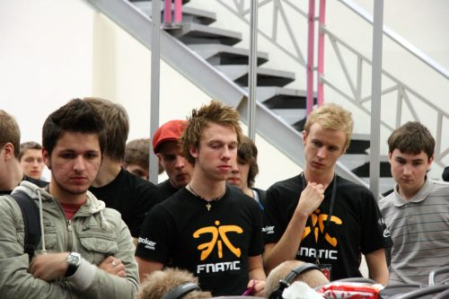 fnatic watching mTw after their loss to Team EG.