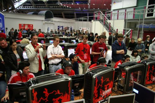 mousesports gathering a crowd.