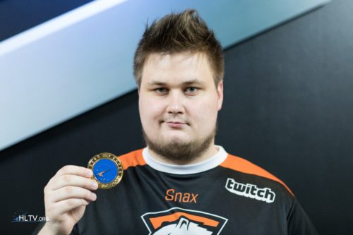 Snax with his HLTV MVP medal for ELEAGUE Season 1
